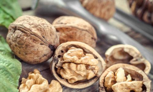 Грецкие орехи имеют множество полезных свойств, ведь не зря их использовали наши предки в лечении различных заболеваний