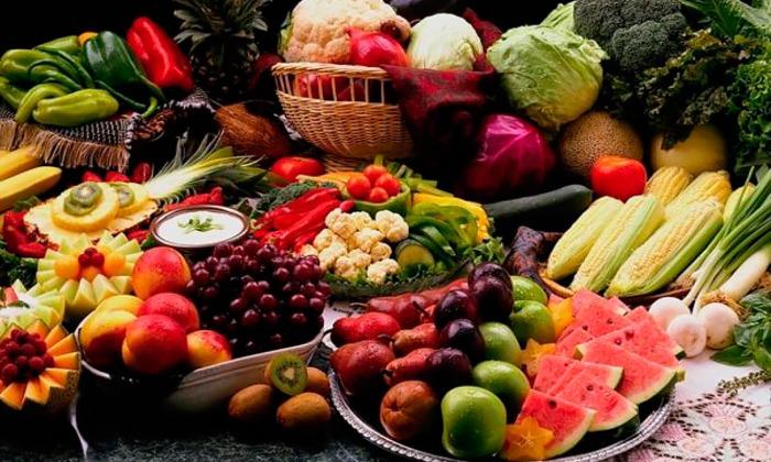 Кушать при геморрое нужно спелые плоды, предпочитая те, которые оказывают послабляющее действие