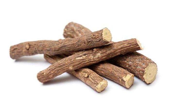 В состав Проктофитола входят корни солодки