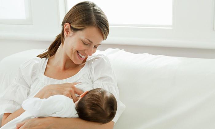 Не рекомендуется использовать луковый сок для лечения геморроя кормящим матерям