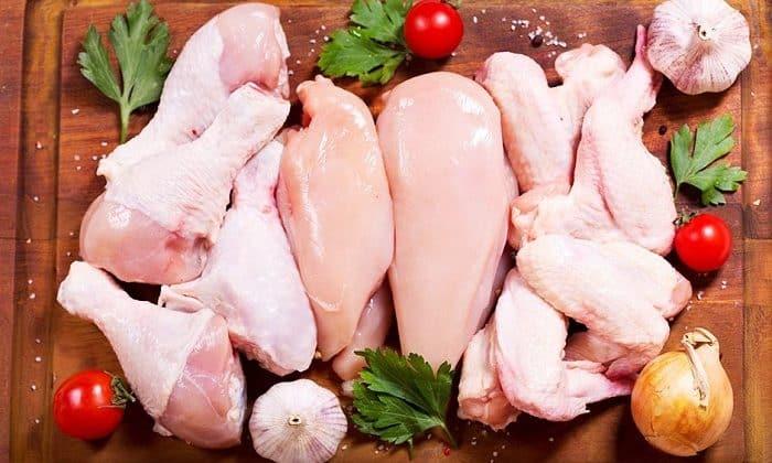 Отдавать предпочтение следует постным сортам мяса