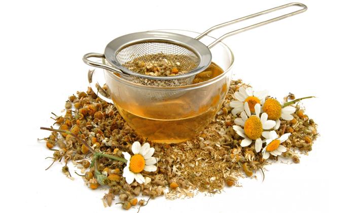 Снять болевой синдром и воспалительный процесс поможет цветок ромашки