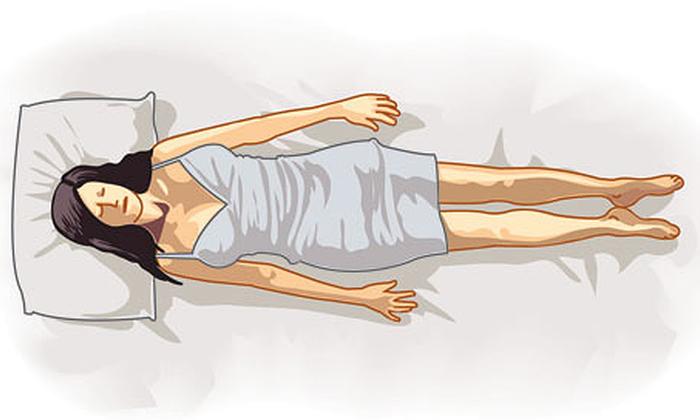 Не спите на спине, чтобы не повредить воспаленные наружные геморроидальные шишки или выпавшие внутренние геммороидальные вены
