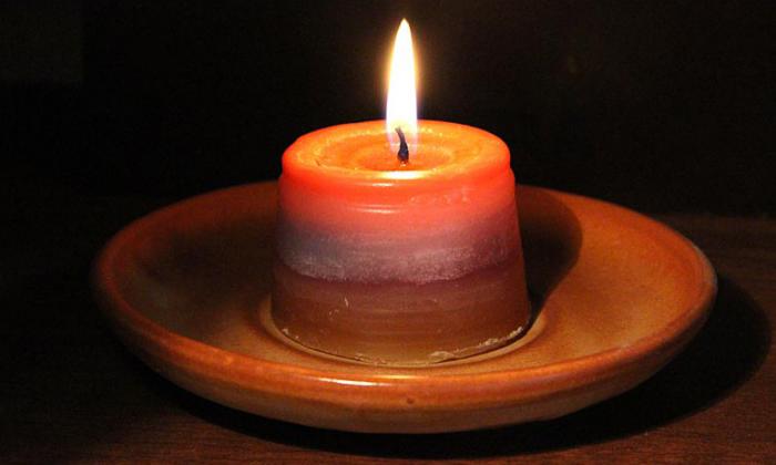 Чтобы заговорить геморрой, необходимо взять восковую свечку