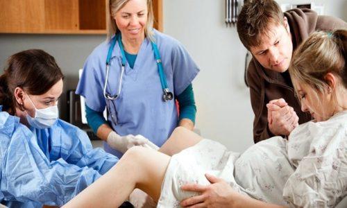Проктологическое заболевание не является поводом для отмены естественных родов, но в случае определённых тяжёлых состояний может быть назначено оперативное вмешательство