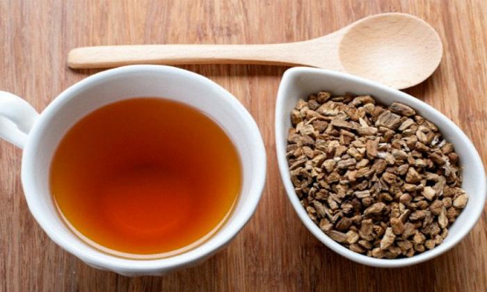 2 столовой ложки сухого измельченного корня лопуха заливают 2 стаканами кипятка, накрывают крышкой и дают настояться 30-40 минут