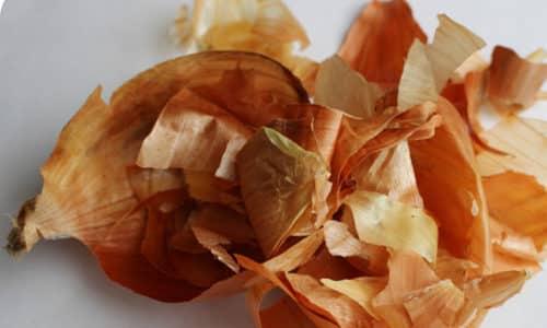 В составе сухих оболочек лука содержатся витамины группы В, С, Е