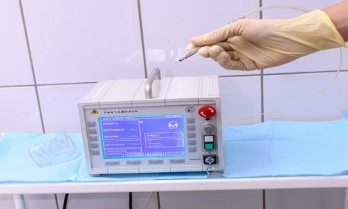 Для проведения процедуры требуется особый аппарат, который оснащён высокочастотным лазером, который либо сжигает внутренние узелки