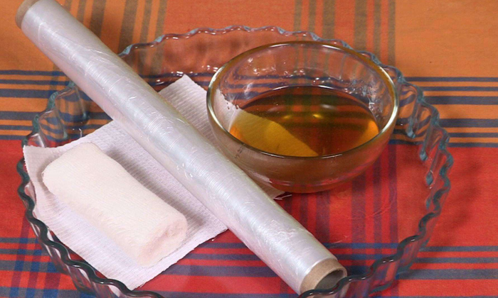 Лечить геморрой с помощью масла можно применяя его в компрессах