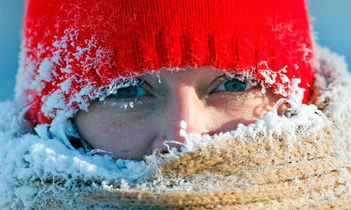 Чтобы избежать негативного воздействия на организм, следует отказаться от лечения холодной водой при аллергии на холод