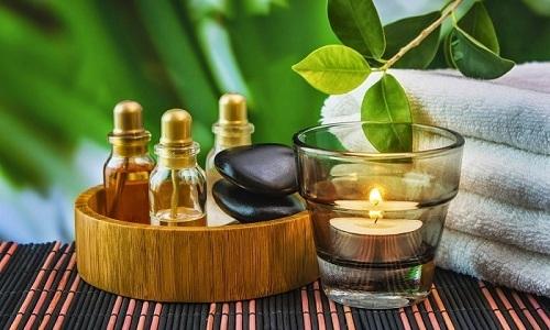 Эфирные масла при геморрое могут успешно использоваться в качестве дополнения основной терапии