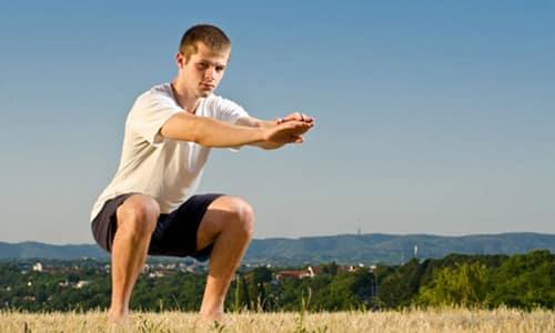 Сидя или стоя напрягать мышцы таза так, как это происходит при попытке задержать мочеиспускание
