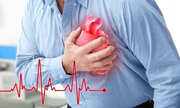К побочным эффектам свечей Гепазолон можно перечислить нарушение ритма сердца