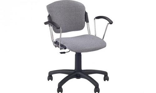 Больной геморроем должен выбрать стул с удобными подлокотниками