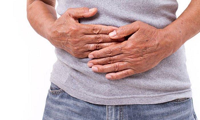 Причиной появления крови во время дефекации может стать диарея