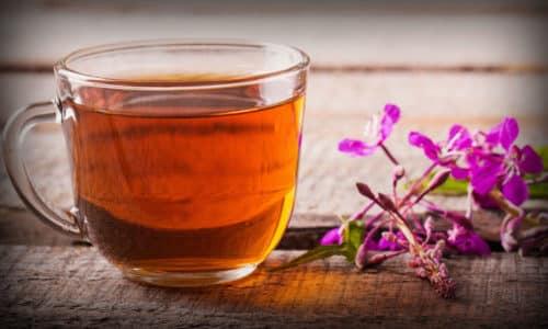 Чтобы приготовить чай для усиления потенции кору дуба смешивают с иван-чаем