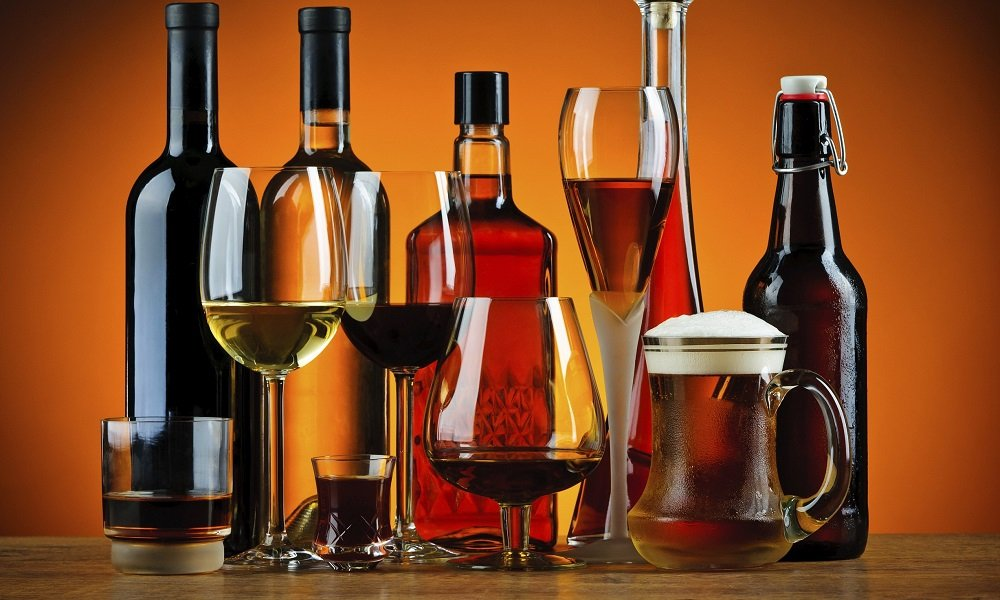Алкоголь необходимо полностью исключить из рациона больного