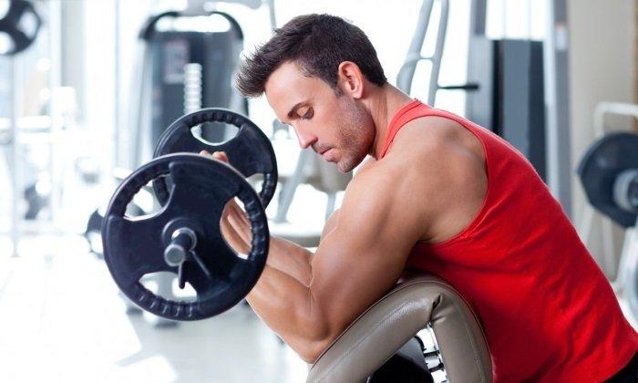 Повышенные физические нагрузки. При поднятии тяжестей резко повышается внутрибрюшное давление, из-за чего геморроидальные шишки могут травмироваться