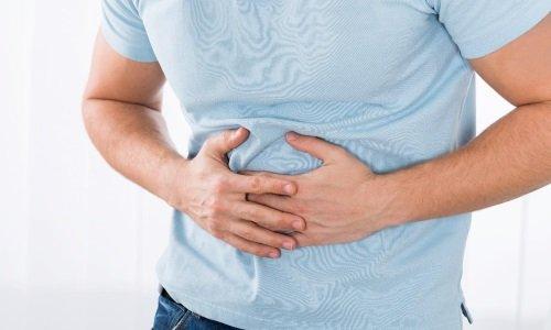 Геморрой, который кровоточит, но не болит, имеет такие симптомы, как чувство тяжести в прямой кишке
