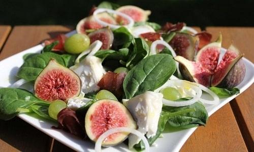 Инжир можно использовать для приготовления питательного и вкусного салата