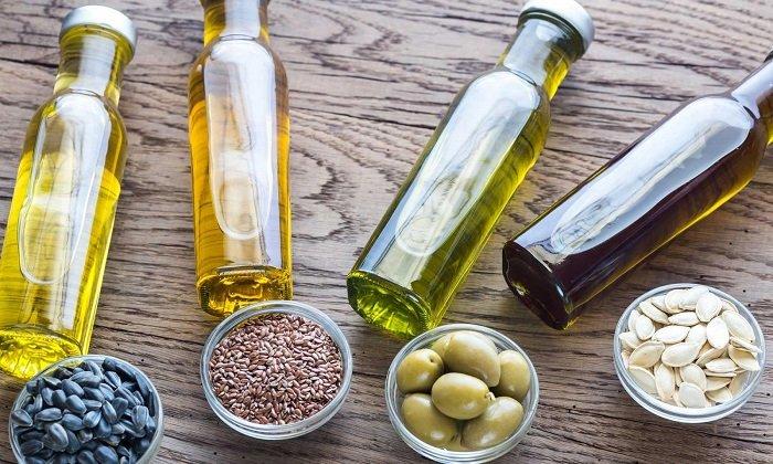 При кровоточащем геморрое необходимо употребление растительного масла