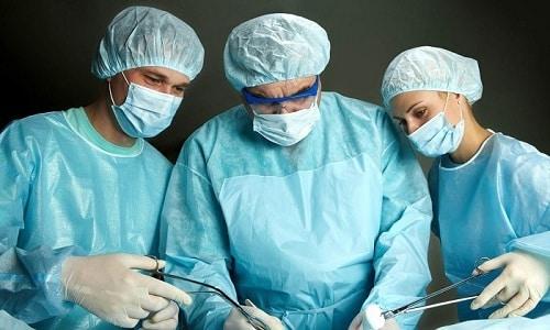 Если заболевание сопровождается осложнениями, проводиться хирургическое вмешательство для удаления новообразования из простаты