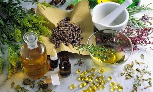 Камфорное масло для лечения геморроя применяют в комбинации с другими народными средствами