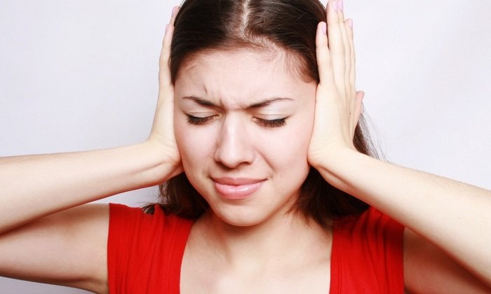 Помогает снять резкие болевые ощущения при отите - каплями в ухо