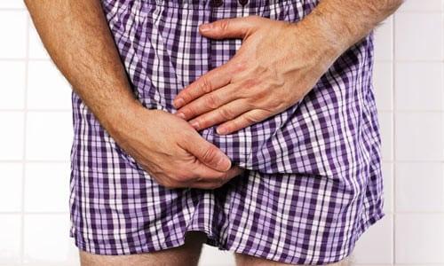 Болезнь сопровождается неприятными ощущениями и болью в области паха
