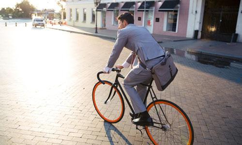Считается, что кататься на велосипеде опасно для мужчин