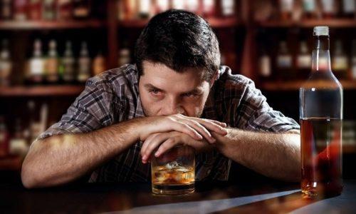 Сосудистая импотенция может возникнуть на фоне злоупотребления алкогольными напитками