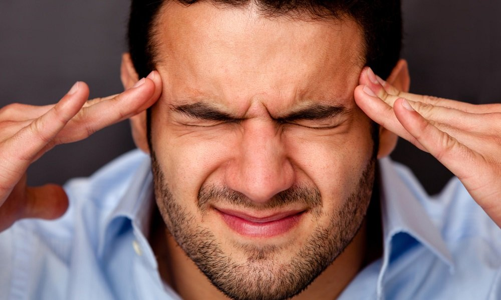 При применении раствора редко появляются негативные реакции. Но могут возникнуть головная боль