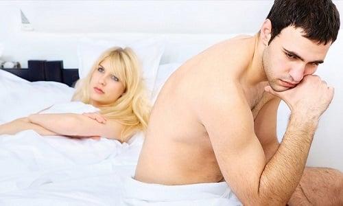 В молодом возрасте у мужчин причиной слабой потенции могут стать нездоровый образ жизни, заболевания, психологические проблемы