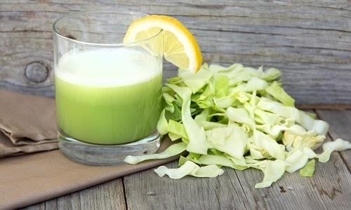 При геморрое употребляют капустный сок по 1 столовой ложке перед приемом пищи