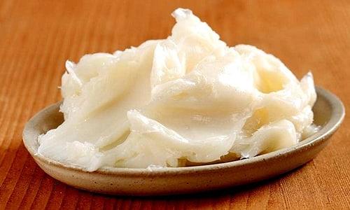 В качестве жировой основы для создания мази на календуле может использоваться барсучий, свиной или бараний жир