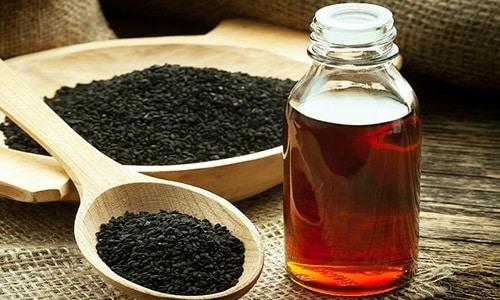 Аминокислоты и витамины в составе масла черного тмина повышают потенцию, приводят в норму работу предстательной железы и выработку гормонов