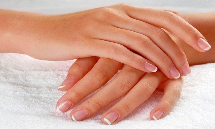 Эфирное масло календулы положительно влияет на ногти и кожу рук