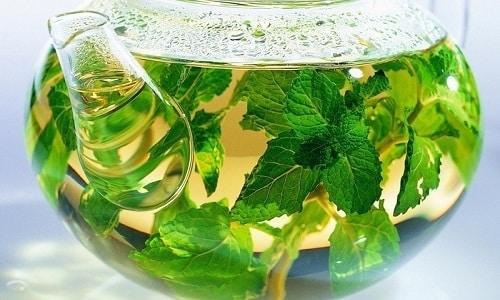 Чай из мелиссы с медом или лимонным соком следует пить за 2 часа до сна