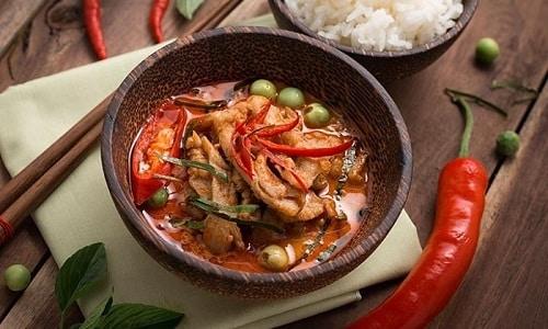 Острый перец допустимо употреблять в виде приправы к мясу, супам, овощам