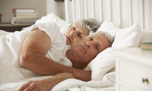 Эректильная дисфункция у мужчин старшего возраста заключается в слабой эрекции или ее отсутствии, низком половом влечении, нарушении семяизвержения