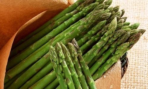 Лечебный отвар можно приготовить из зелени спаржы и принимать по 0,5 стакана 4 раза в день
