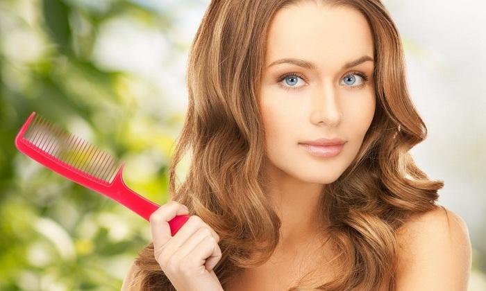 Полезно масло в уходе за волосами. Оно усиливает их рост, устраняет перхоть и неприятный зуд