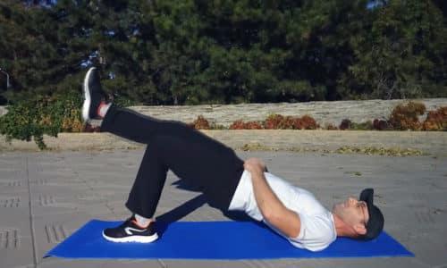 """Упражнение """"Ягодичный мостик"""" тренирует мышцы таза, подтягивает ягодицы и пресс и усиливает кровоток в малом тазу"""