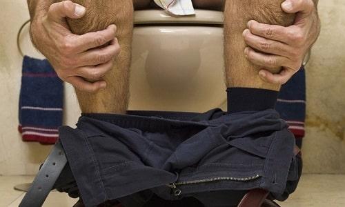 Еще одна важная причина появления недуга - высокое внутрибрюшное давление, наблюдающееся при длительных запорах