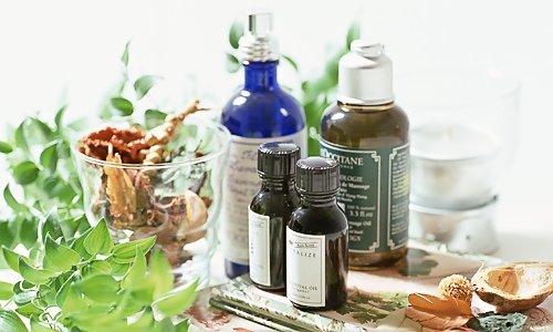 Изначально жидкий парафин создавался для косметологии, на его основе делались дезодоранты, эфирные масла, средства от загара