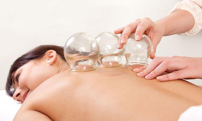 При баночной терапии принято использовать вазелиновое масло