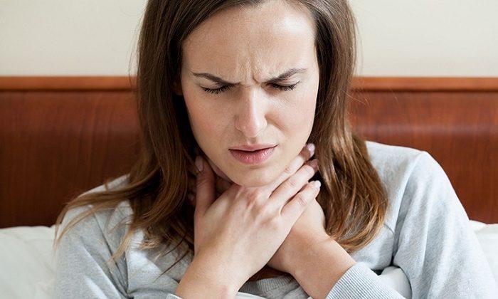 Средством можно мазать горло при воспалительных процессах, фарингите, ангине и тонзиллите
