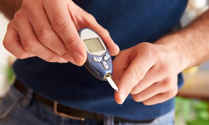 Препарат может быть назначен людям, страдающим сахарным диабетом, поскольку не содержит сахар и не является калорийным. Лекарство не подвергается ферментативной обработке