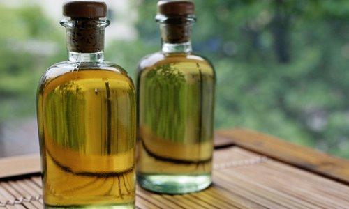Вазелиновое масло не изменяет своей консистенции, цвета, запаха