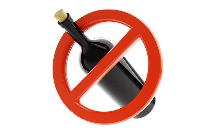 Спиртные напитки выводят из организма жидкость, поэтому рекомендуется отказаться от их употребления во время терапии препаратом с целью улучшения состояния здоровья